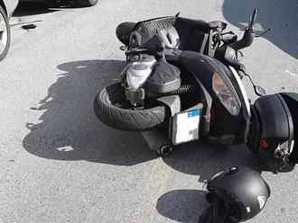 Při nehodě  vJihlavě se zranil motocyklista, hasiči mu poskytli prvnípomoc