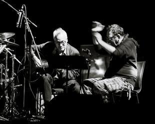 Reportáž: Pět hodin atonální hudby. Forum Karlín zažilo Zornův neopakovatelný maraton