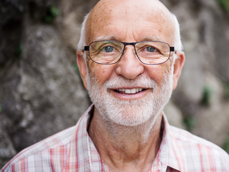Onkológ Korec: Ľudom s rakovinou radili piť svoj moč. Veria tomu, lebo im sľubujú rýchle a ľahké rie