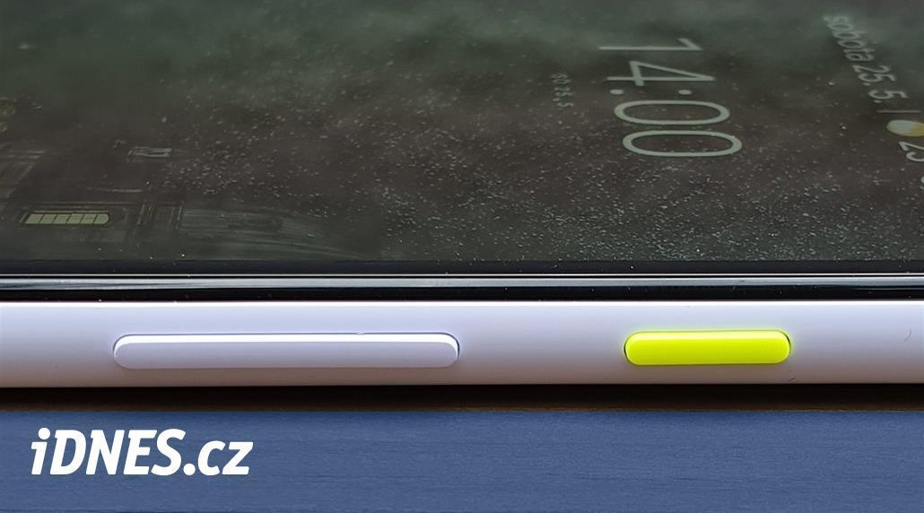 PRVNÍ DOJMY: Nejlepší smartphone střední třídy je v Česku příliš drahý