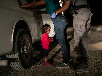 Šance, že plačící holčička získá v USA azyl, je malá, říká vítěz World Press Photo