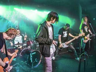 Houba přináší v novém singlu kritický pohled dovnitř punkové scény