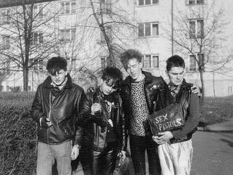 Léto 1985, Novodur a Telex. Prožijte si cestu v čase s Martinem Suicide