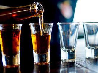 Problém s drogami a alkoholem má stále víc dětí, VZP hlásí rekord