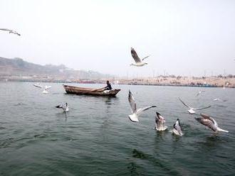 Kouzelník se nechal v Indii spoutat a ponořit do řeky. Místo aby vyplaval, zmizel