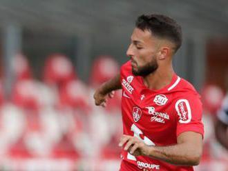 Algeria drop footballer over moony