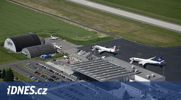 Horko roztáhlo dráhu ostravského letiště. Stroje dvě hodiny nepřistávaly