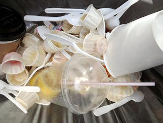 Z restaurací ve zlínské zoo zmizely od letoška jednorázové plasty