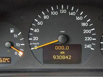 Někdo najel s německým kupé 930 842 km a prodává ho, zastaví ho asi jen rez