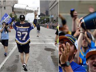 Ošiaľ v St. Louis. Státisíce ľudí oslavovali s hráčmi Stanleyho pohár