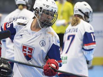 Hokejbalistky nezaváhali, no do zápasu s Češkami sa musia zlepšiť