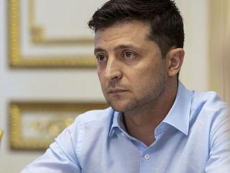 Strana ukrajinského prezidenta Zelenského vedie pred júlovými parlamentnými voľbami