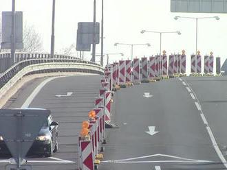 Diaľnica D2 v smere do Bratislavy je momentálne neprejazdná