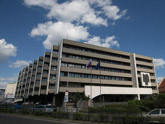 Budovu Najvyššieho súdu SR a ministerstva spravodlivosti pre nahlásenie bomby evakuovali