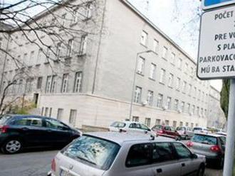 Vallo predkladá poslancom pozmenený návrh parkovacej politiky