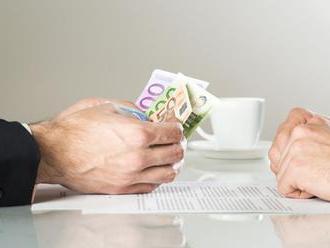 Priemerná hrubá mzda stúpla na 1023 eur