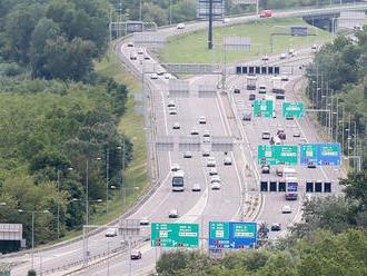 V Bratislave a jej okolí hlásia vodiči kolóny i viacero nehôd