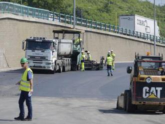 Výstavba dialničného obchvatu napreduje, ukončili razenie tunela
