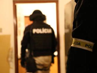 Dílerov chytili priamo pri čine, NAKA zasiahla vo viacerých mestách