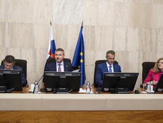 Vláda dnes bude rokovať o modernizácii športovej infraštruktúry i financiách pre SND