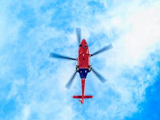 Leteckí záchranári v akcii: V Jaklovciach spadol muž zo stĺpu vysokého napätia
