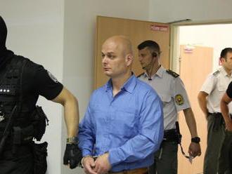 Pojednávanie v kauze dvojnásobnej vraždy bolo odročené: Obžalovaný sa vyhýba stíhaniu
