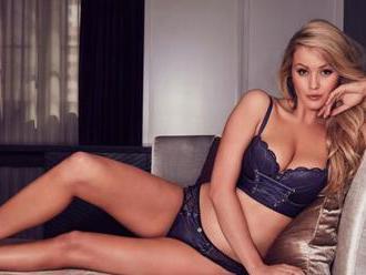 FOTO Sexi blondínka   sa sťažuje na svoje mega prsia: Chcem menšie, veď pozrite na ne!