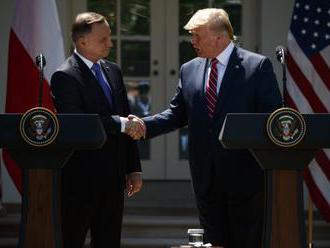 Trump oboznámil Dudu so svojimi plánmi, USA chcú do Poľska presunúť 2000 vojakov