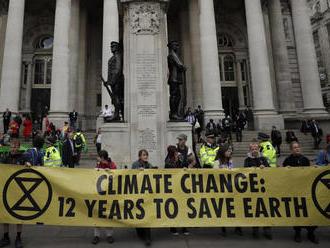 Aktivisti z Extinction Rebellion rušia plán, nad letiskom Heathrow nevypustia drony