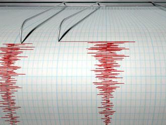 Juh Číny zasiahlo silné zemetrasenie, vychádzalo z hĺbky desať kilometrov pod zemou
