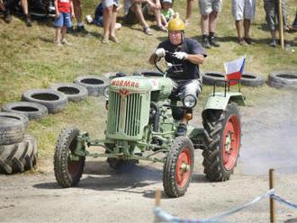 V Žebnici se posedmnácté utkaly traktory v jízdě do vrchu