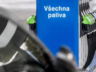 Ceny pohonných hmot v Česku klesly nejníže za dva a půl měsíce