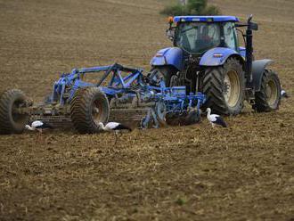 Pod kolesami traktora v Nemecku zahynuli dve deti z Rakúska