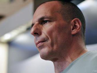 Grécky exminister Varufakis chce ospravedlnenie za incident na letisku