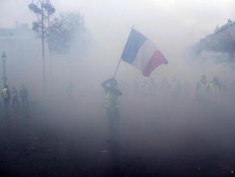 Francúzska polícia rozohnala demonštrantov