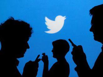 Twitter průběžně maže miliony falešných účtů. Odhalil je jako původce dezinformací
