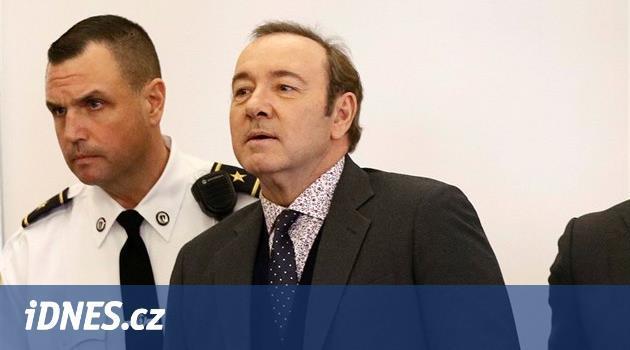Prokuratura zbavila herce Spaceyho obvinění ze sexuálního obtěžování