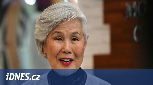 V Koreji mají staré lidi za obtížný hmyz. Seniorní modelka i tak uspěla