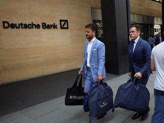 Šéf Deutsche Bank se rozzlobil na zaměstnance. V den masového propouštění si nechali ušít obleky na