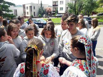 """Účastníci mládežníckej akcie """"Cesty slávy – naše dejiny"""" z Rostova na Done navštív"""