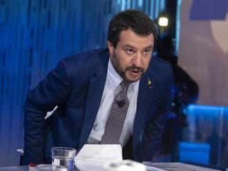 Salvini naživo v televízii: Prevádzači telefonujú s loďami nmimovládkok, dohadujú si miesta stretnut