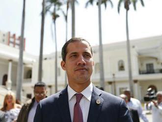 Úrady zadržali dvoch ochrankárov Guaidóa