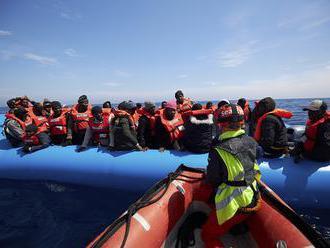 Španielski námorníci vyzdvihli z mora za jeden deň až 141 migrantov