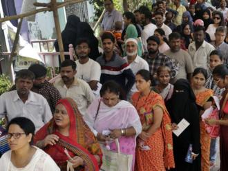 Dilema indickej robotníčky: Chceš prácu? Zbav sa maternice