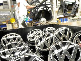 Volkswagen na Slovensku omylem vyplatil zaměstnancům až o 200 eur vyšší odměny. Teď je chce zpět