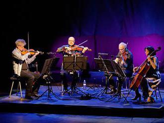 Recenze: Smyčcový Kronos Quartet na Colours dvakrát zvedl Gong ze židlí