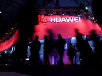 Zaměstnanci Huawei sbírají údaje o Češích. Informace o dětech a penězích končí v Číně