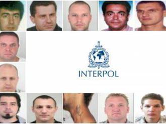 Foto: Interpol pátra po 18 Slovákoch, medzi najznámejších patria Mello a Mišenka