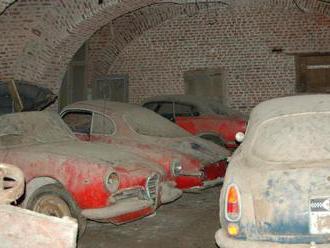 Poklad ve sklepení hradu: V podzemí se našla řada historických Alf Romeo