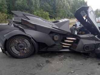 Youtuber vytáhl Batmobil na výlet po Evropě, moc daleko nedojel